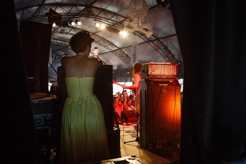Nederland,Biddinghuizen, 2015 Stephanie Louwrier,  Lowlands 2015, Hekwerk theaterproducties Foto: Bob Bronshoff