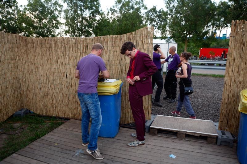 Nederland,Biddinghuizen, 2015 Pieter Derks,  Lowlands 2015, Hekwerk theaterproducties Foto: Bob Bronshoff